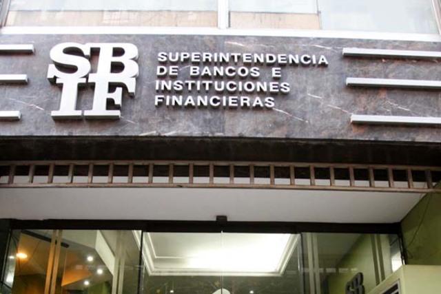 La Ley del Banco Central incorporó a la Superintendencia de Bancos al Banco Central de Reserva.