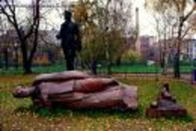 Soviet Union Collapses