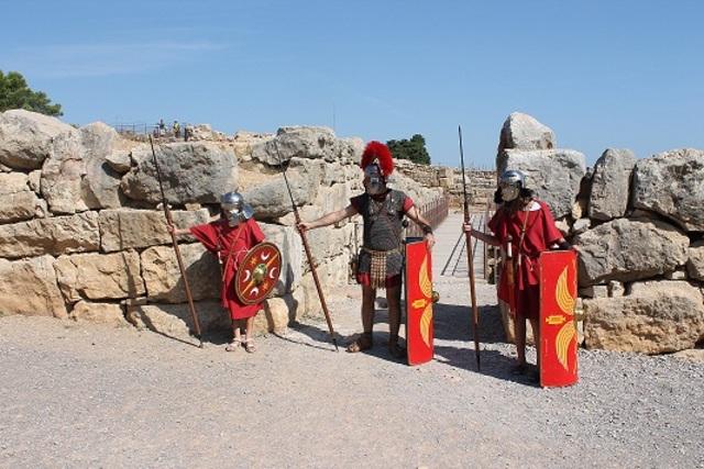 Ejército romano deesembarca en Ampurias y trae el latín