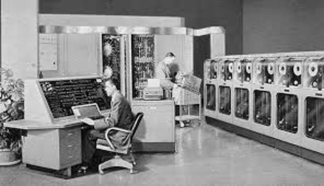 Computadoras conectandose con otras computadoras.