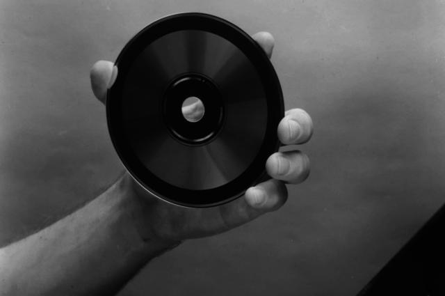 Se lanza al mercado el primer CD de Sony y Philips
