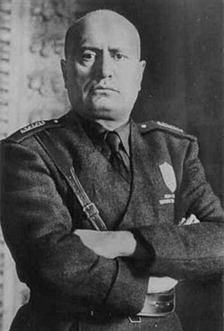 POL Benito Mussolini es ejecutado por partisanos italianos.