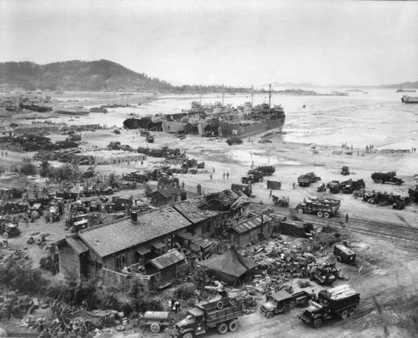 Battle in Ichon/ General MacArthur's Amphibious Landing
