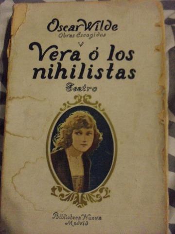 Escribe su primer drama, Vera o los nihilistas