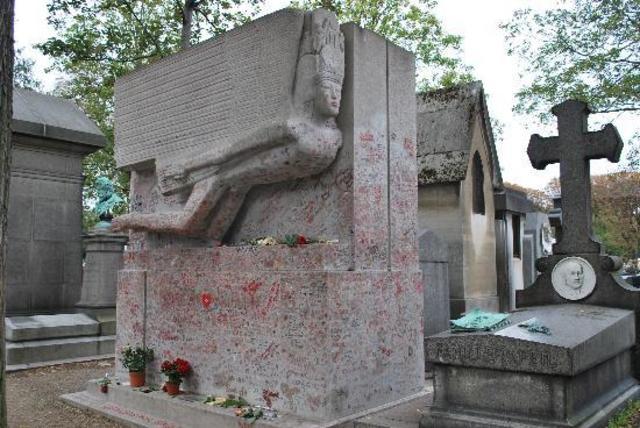 Se trasladan sus restos al cementerio de Pére Lachaise