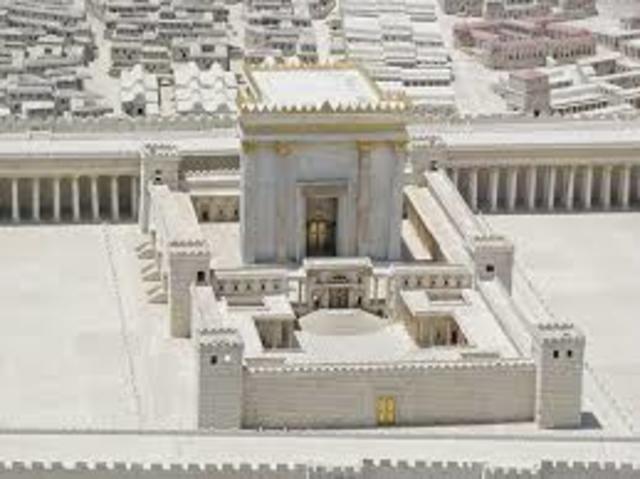 En el sitio del Primer y Segundo Templo en Jerusalén, Cúpula de la Roca construida por el califa Abd el-Malik.