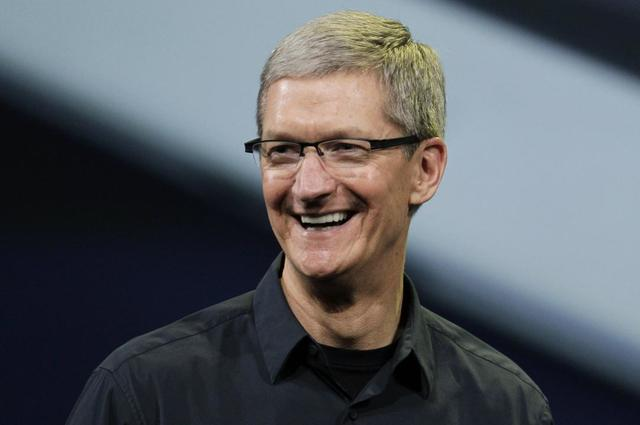 Resigns as Apple's CEO