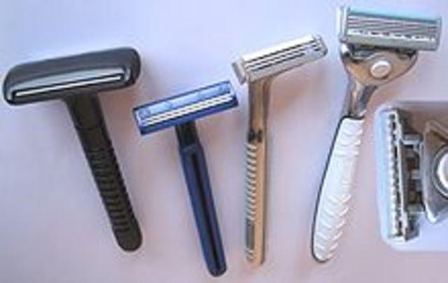 economico:Se empiezan a usar las  hojas de afeitar  de acero inoxidable