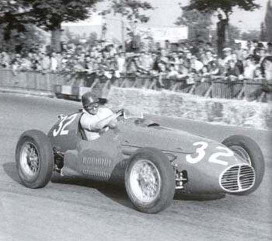CUL. Juan Manuel Fangio se consagra por primera vez campeón mundial de conductores