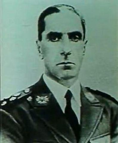 POL. El general Benjamin Menendez encabeza un fallido alsamiento militar