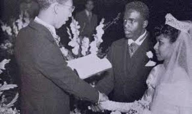 Jackie marries Rachel
