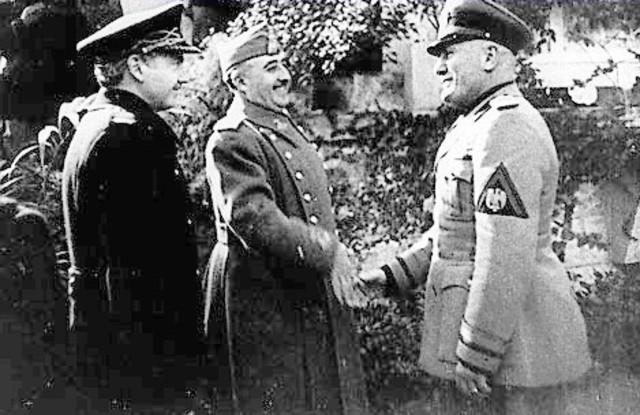 El Reino de Italia se adhiere al Pacto Antikomintern.