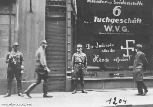 El gobierno del III Reich retira la ciudadanía alemana a los judíos.