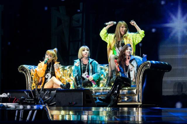 2NE1 hits Billboard charts