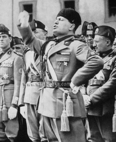 Mussolini asume el poder del estado