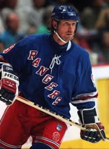 Gretzky Moves to New York