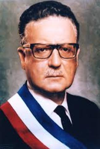 Politico: asume Salvador Allende