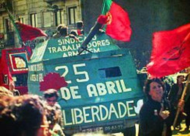 Politico: Revolución de los Claveles