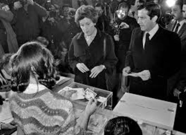 Politico:Se celebran en España las primeras elecciones libres