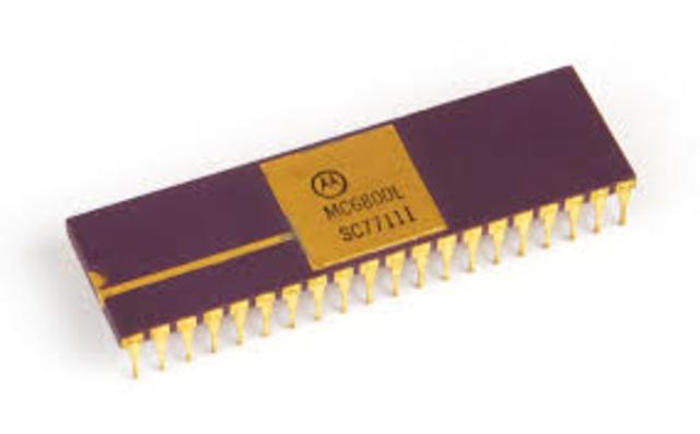 1975: Motorola 6800