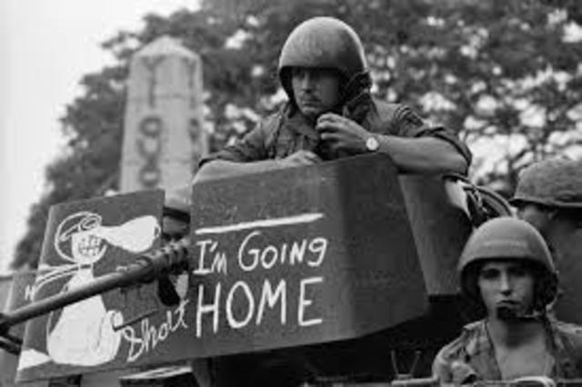 Last U.S. Soldiers leave Vietnam