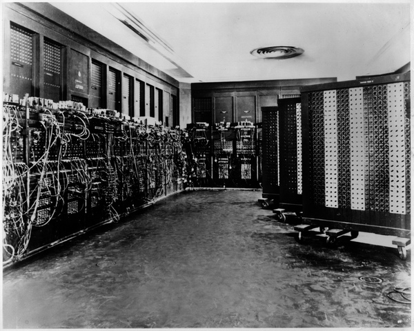 ENIAC (ELECTRONIC NUMERICAL INTEGRATOR AND CALCULATOR)