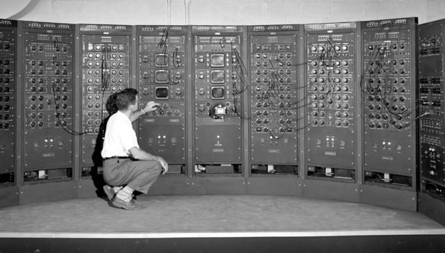 Создания первых компьютерных коммуникаций.