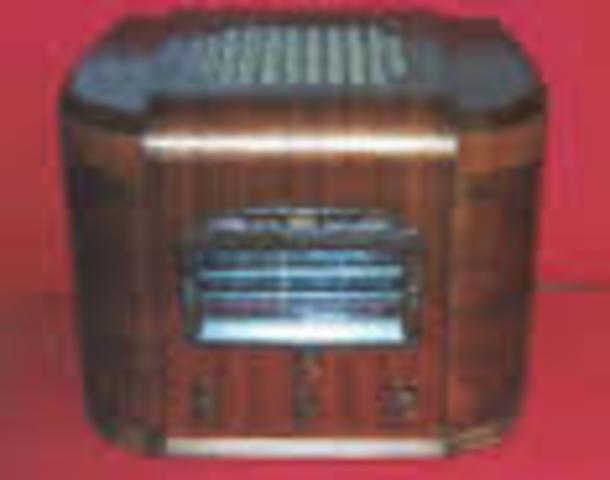 Art Deco with Chrome Styling Radio