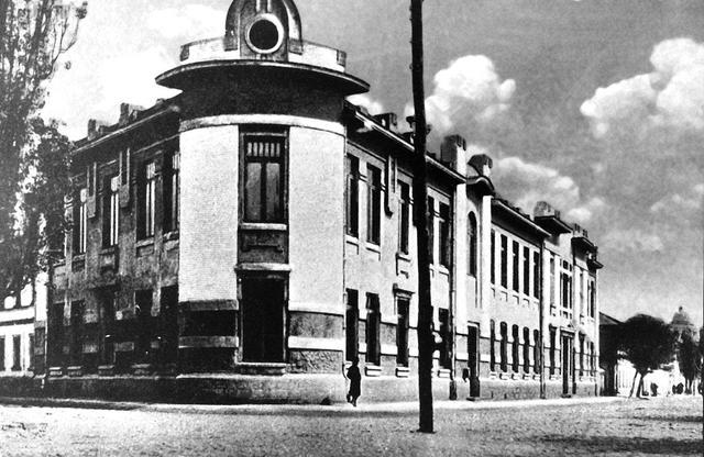 Первый коммерческий банк
