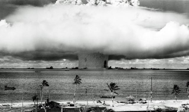 Prueba atómica en el atolón de Bikini