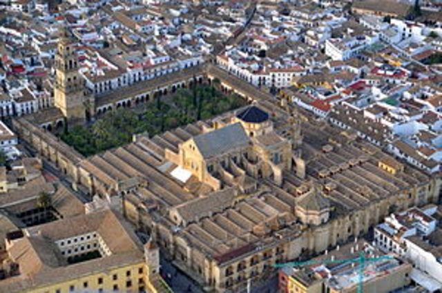 Comienzo de la construcción de la Mezquita de Córdoba