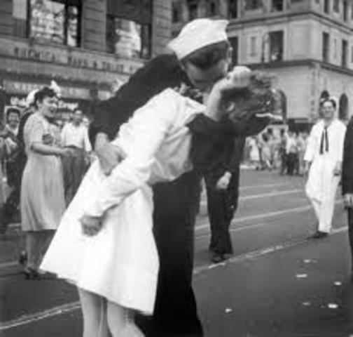 The end of WW2 & Japan surrenders