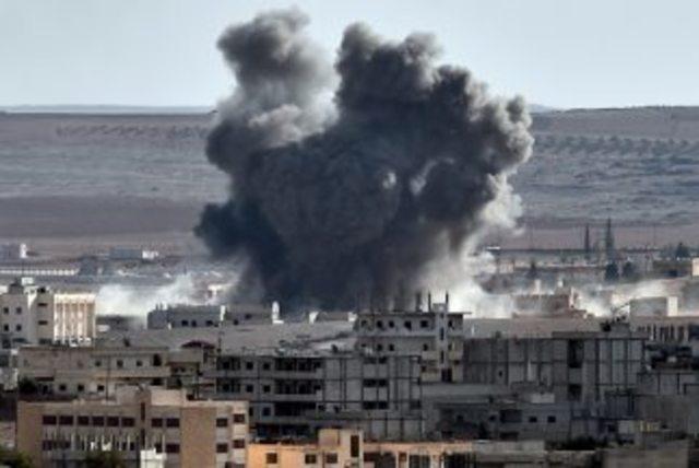 Bombardeos de la coalición internacional en Kobani.