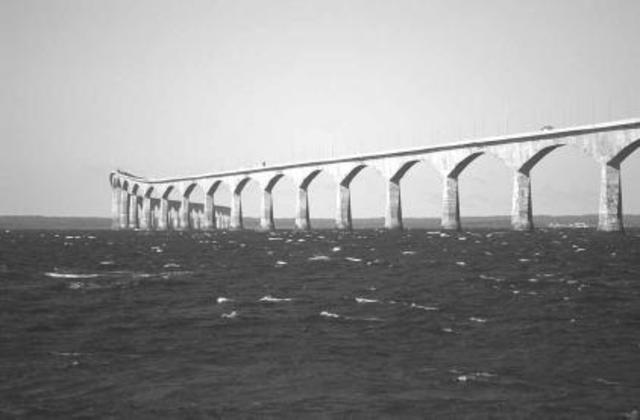 Confederation Bridge linking Prince Edward Island and mainland.