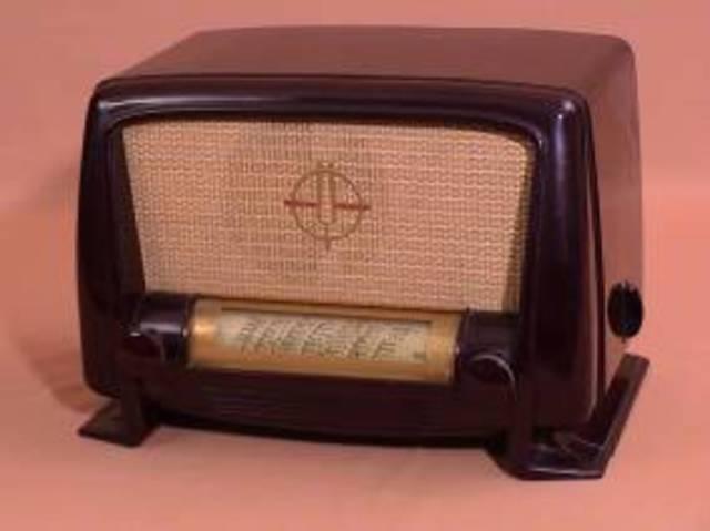POSTE RADIO EN BAKELITE L124