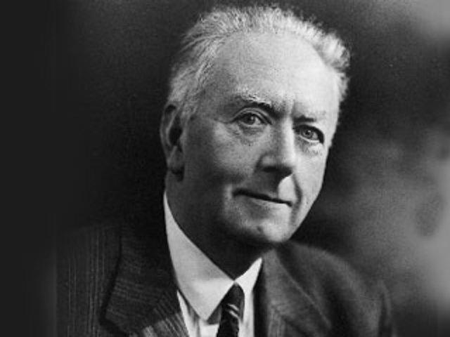 Muere Arthur Holmes.