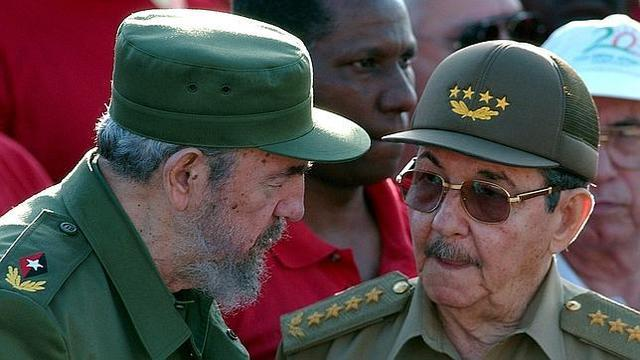 Succession par son frère Raul Castro