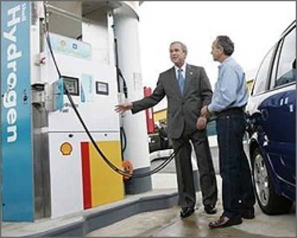 President Bush Unveils the Hydrogen Fuel Initiative to Promote Hydrogen Fuel Cell Development