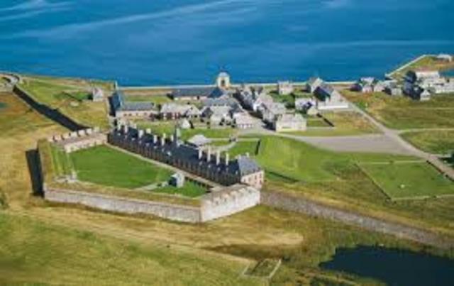 En 1719 la France a construit une énorme forteresse militaire, la forteresse de Louisbourg.