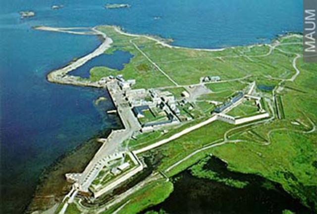 Les Francais avaient utilisé beaucoup d'argent pour la forteresse de Louisbourg. La forteresse est devenue la plus grande forteresse dans l'Amerique du Nord.