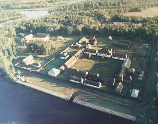 En 1717 Zacharie Robutel de de la Noue reconstruit le fort Kaministiquia.