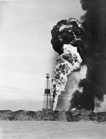 Oil is Found in Leduc, Alberta - DE
