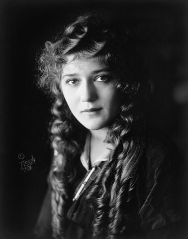 """Mary Pickford, """"America's Sweetheart,"""" Dies of a Cerebral Hemorrhage"""