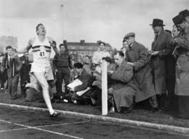 Roger Bannister breaks 4 minute mile