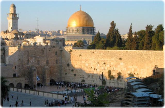 Vai com os outros peregrinos para Jerusálem.