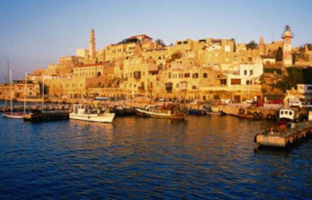 O cavaleiro sai de Jerusalém e vai para o porto de Jafa( Israel).