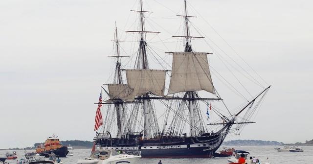 O cavaleiro chega ao porto de mar, mas já era tarde, pois os barcos já tinham partido.