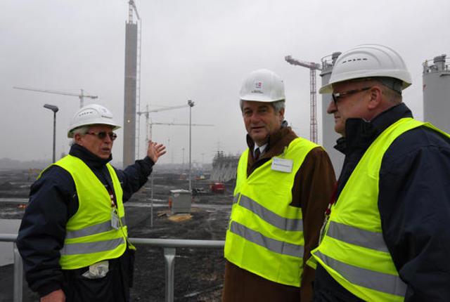 Bürgermeister Stodollick besucht Trianel-Baustelle