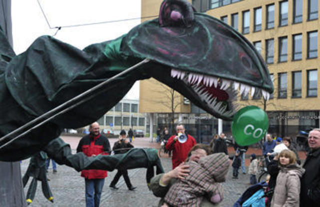 "Demonstration gegen Kohlekraftwerk mit ""Kohlosaurus"""