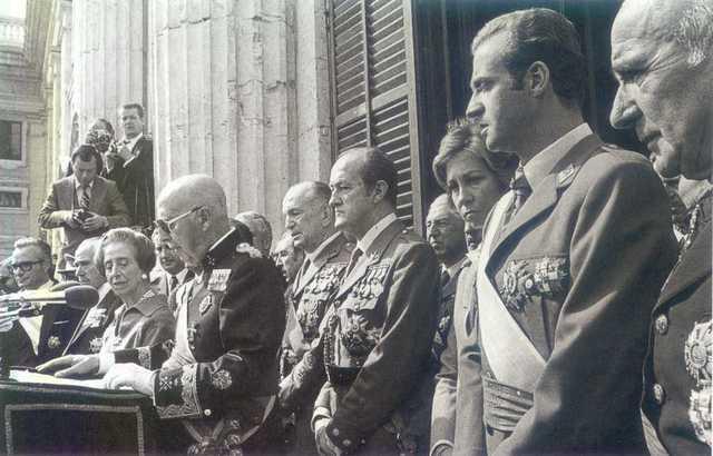 Juan Carlos asume la jefatura del estado